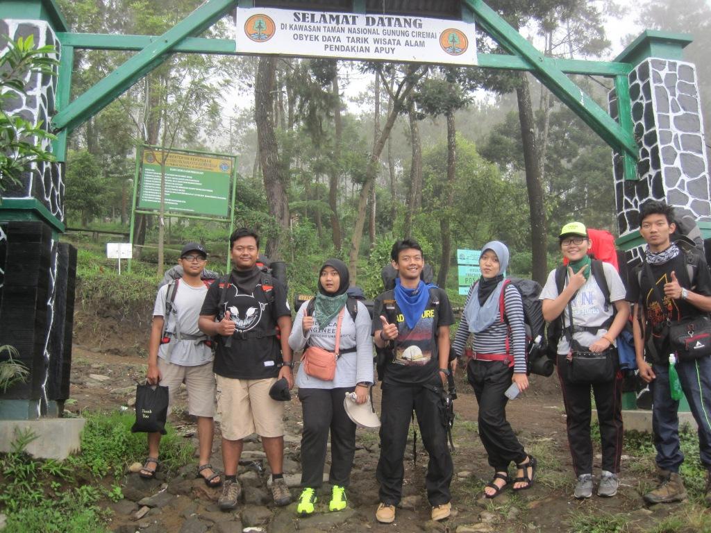 Wajah-wajah ceria sebelum pendakian